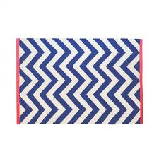 tribeca chevron rug cream and navy with coral edge living room