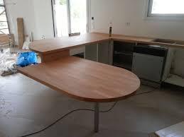 plan de travail arrondi cuisine plan de travail table cuisine cuisine blanche avec banquette et