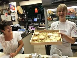 cours de cuisine halles de lyon les halles de lyon paul bocuse 102 cours lafayette 69003 lyon