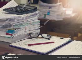 bureau des finances entreprise et concept de finances du bureau de travail tas de
