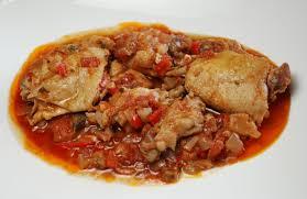 cuisine ivoirienne kedjenou cuisine ivoirienne le kédjénou et l attiéké national awa webzine