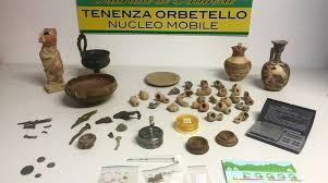 vasi etruschi cercano la droga e trovano vasi e manufatti archeologici etruschi