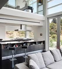 cuisine ouverte sur le salon photo d un immense salon avec cuisine ouverte