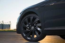 volkswagen arteon r line 2019 volkswagen arteon r line wheels motor trend