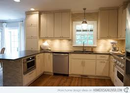 backsplash for cream cabinets cream kitchen backsplash ideas playmaxlgc com