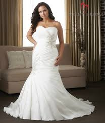 Wedding Dresses For Larger Brides Plus Size Wedding Dress Shopping Tips And Ideas From Five Bridal