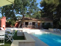 salle de bain provencale villa provençale lou clappas avec piscine privée et jardin arboré