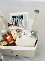 wedding gift bags for hotel diy hotel welcome bags to make your guests smile stylish