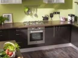 photo cuisine vert anis et marron par deco