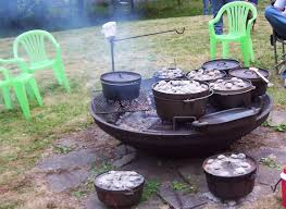 lodge dutch oven table lodge dutch oven table utrails home design why use a dutch oven