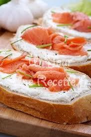 cuisiner saumon fumé tartine de saumon fumé au fromage frais recette facile un jour