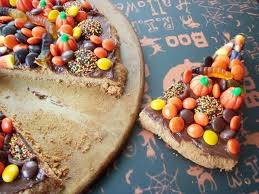 halloween candy cake halloween candy chocolate pizza chocolate cake cake ideas by