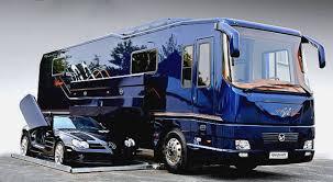 este ônibus motorhome é o mais luxuoso do mundo e ainda vira uma