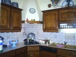 peindre cuisine rustique repeindre une cuisine en bois meuble de cuisine rustique repeindre