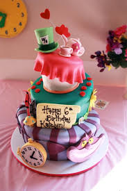 Cat In The Hat Table Centerpieces by The 25 Best Alice In Wonderland Cakes Ideas On Pinterest