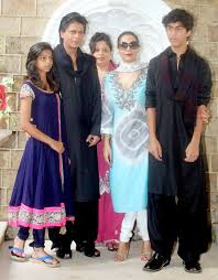 srk u0027s children embarrassed about greeting his fans on eid magnamags