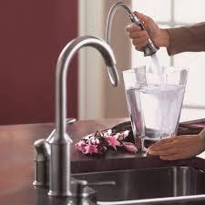 moen aberdeen kitchen faucet shop moen aberdeen classic stainless 1 handle deck mount pull