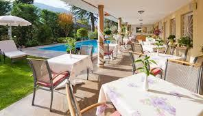 pool im garten mit terrasse beim abendessen picture of hotel