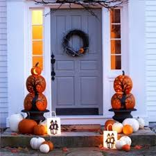 Halloween And Fall Decorations - 70 cute and cozy fall and halloween porch décor ideas shelterness
