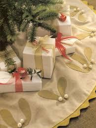 13 diy tree skirt pattern ideas allfreesewing