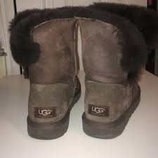 ugg s boots chocolate 24 ugg boots size 8 chocolate brown bailey button uggs from