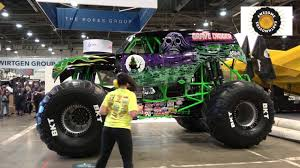 grave digger monster truck 30th anniversary grave digger monster truck leaving minexpo 2016 youtube