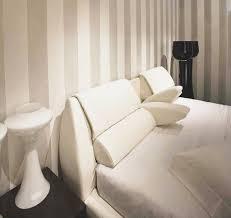 cuscino per leggere a letto feeling di europeo by wom a photo on expono photo