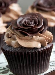 Buttercream Frosting For Decorating Cupcakes Dark Chocolate Roses Chocolate Roses Decorated Cupcakes And How