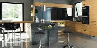 cuisine bois et inox la cuisine bois et noir c est le chic sobre raffiné archzine fr