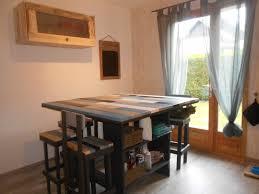 table de cuisine en palettes et meuble haut recyclé avec palettes et