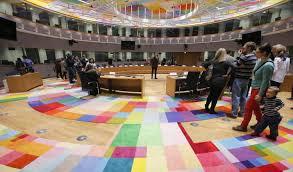 consiglio dei ministri europeo ue in crisi ma i burocrati si regalano un palazzo da 321 milioni
