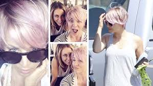 sweeting kaley cuoco new haircut how to kaley cuoco sweeting s pretty in pink hair