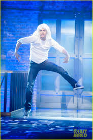 Chandelier Sia Dance Derek Hough Does Sia U0027s U0027chandelier U0027 On U0027lip Sync Battle U0027 Photo