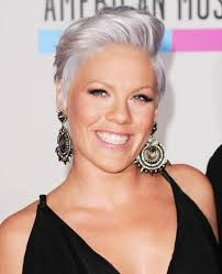 pinks current hairstyle best 25 singer pink hairstyles ideas on pinterest pink singer