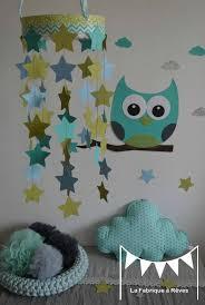 chambre bébé turquoise mobile étoiles turquoise vert anis bleu ciel décoration chambre