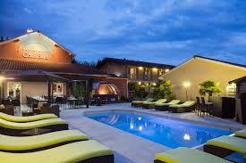 hotel avec piscine dans la chambre les pierres dorées hotel with pool near lyon