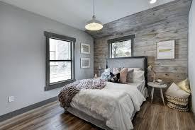 lambris mural chambre lambris bois une tendance chic et urbaine au sein d une maison moderne