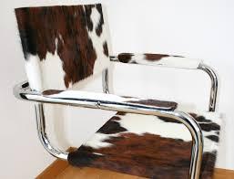 chaise en chaise en peau de vache avec accoudoir peaudevache com