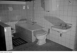 komplettes badezimmer file fotothek df roe neg 0006730 040 komplettes badezimmer auf der