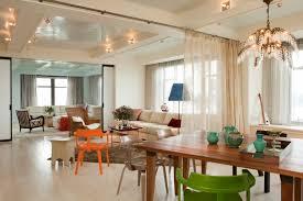 offene küche wohnzimmer abtrennen offene küche wohnzimmer abtrennen vorhang holztisch geüner stuhl