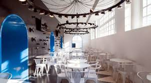 how a striking restaurant interior design attracts customers and