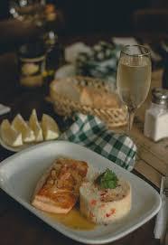 cuisine au vin blanc saumon au vin blanc et couscous salmón al vino blanco y cous cous