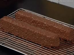 glacer cuisine glaçage au chocolat façon rocher notre recette illustrée