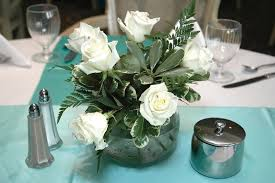 White Roses In A Vase 33 Extravagant Floral Arrangements For Your Dining Table