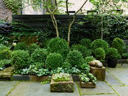 l shaped towhnome courtyards townhouse garden on west 11th street projects sawyer berson
