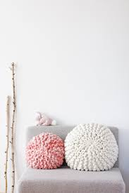 Knot Pillows by Diy Tutorial For A Chunky Knitted Round Pillow With Short Rows