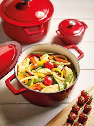 cuisine cocotte cyril lignac investit votre cuisine avec sa gamme de poêles et