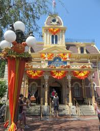 halloween time appears at disneyland u2013 disneydaydream com