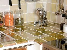 cuisine en carrelage comment poser du carrelage dans une cuisine femme actuelle