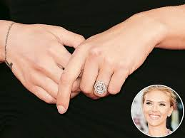 scarlett johansson u0027s engaged foget the ring admire her cleavage